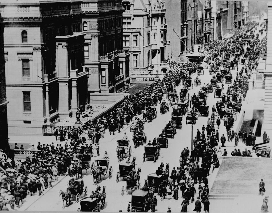 Fith-ave-NYC-Easter-morning-1900